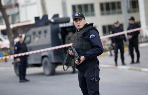 Вооруженный мужчина пытался пробраться впосольство США вАнкаре