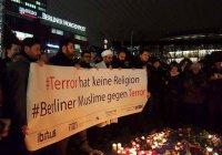 Мусульмане провели акцию против террора на рождественском рынке Берлина