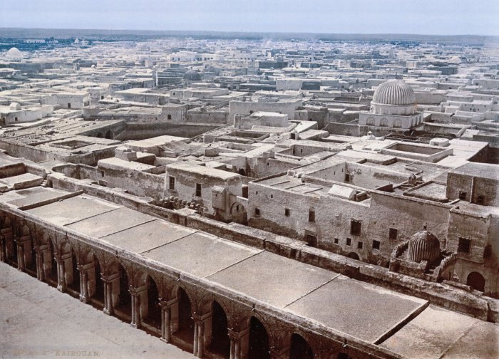 Вид на Кайруан с минарета Большой мечети.