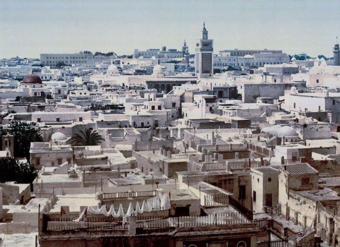 """Вид на Тунис из окна отеля """"Париж"""""""