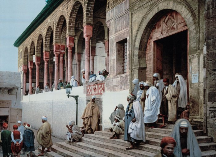 На выходе из мечети