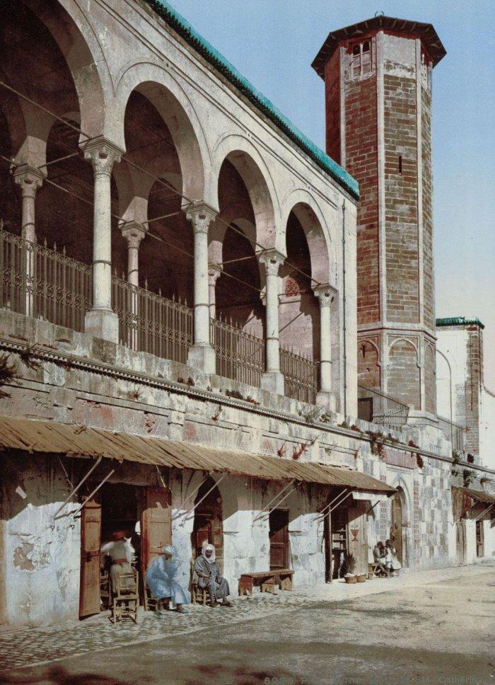 Мечеть Св. Екатерины. До 1106 г. это здание было часовней. После того, как оно было переделано в мечеть, название практически не изменилось