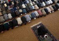 В омской мечети из кармана верующего украли почти 100 тысяч рублей