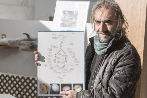 Турецкий мастер изготовил тасбих из инжирных семечек (Фото)