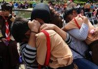 Индонезийские школьники показали, что значит любовь к маме по-мусульмански