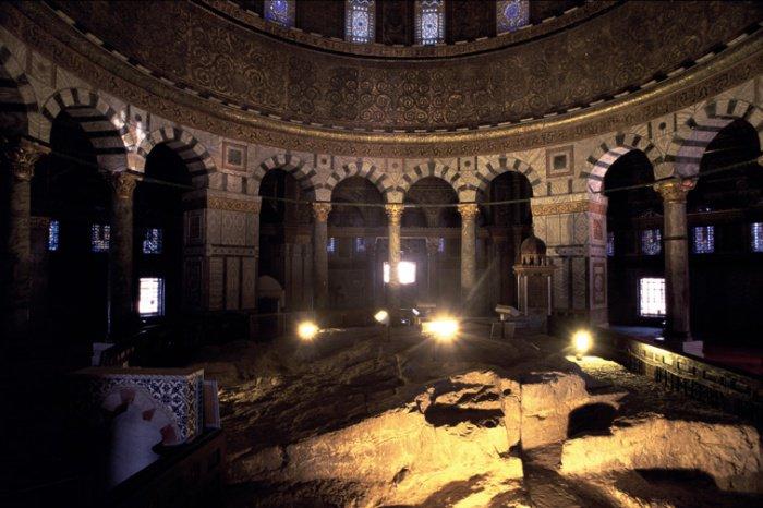 Камень, с которого Пророк Мухаммад (ﷺ) вознесся в Ночь Миградж (ФОТО)