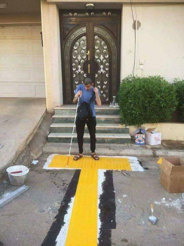 Соседи соорудили для слепого мужчины специальную дорожку, чтобы тот мог ходить в мечеть