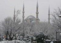 В Стамбуле из-за снегопада отменено более 200 авиарейсов