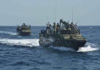 Корабль ВМС США обстрелял иранские катера