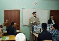 Муфтий РТ вручил шакирдам медресе «Мухаммадия» Коран, изданный в Казани