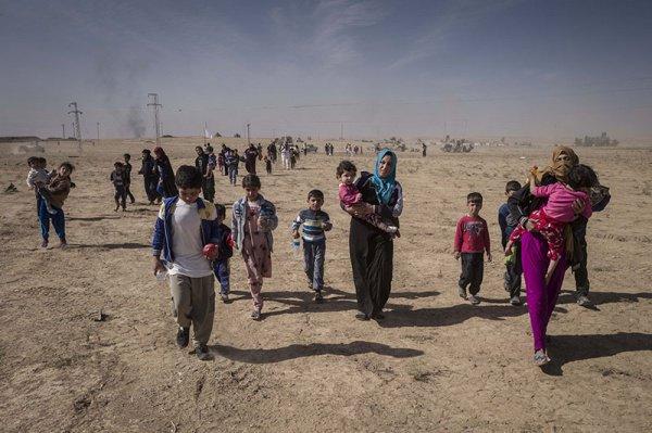Жители Мосула бегут из города.