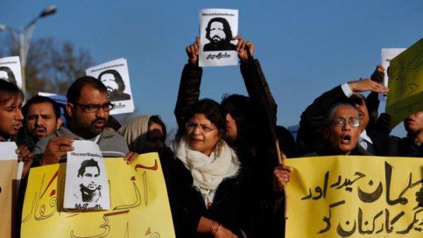 Акции протеста против посещения правозащитников.
