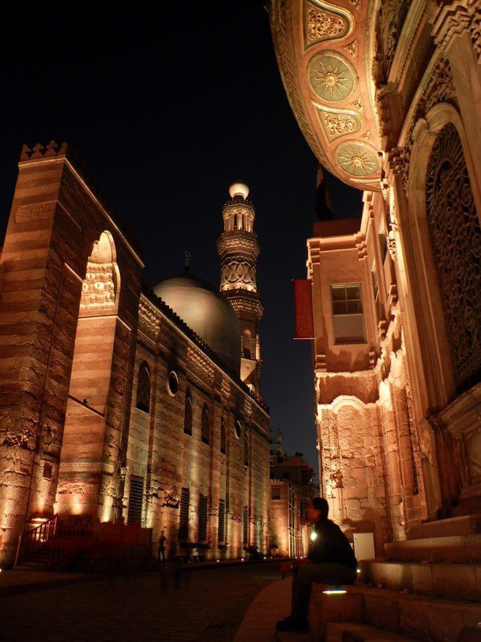Грандиозная мечеть в честь человека, прошедшего путь от раба до султана