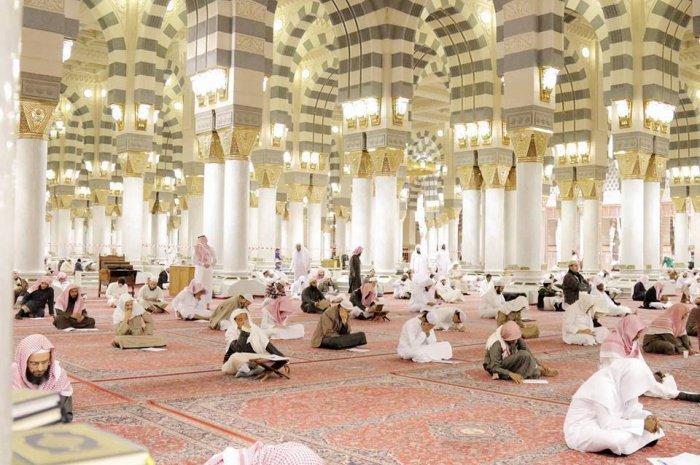 Так проходит экзамен в мечети Пророка в Медине