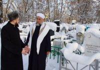Муфтий РТ прочитал дуа у могилы Галимджана Баруди (Фото)