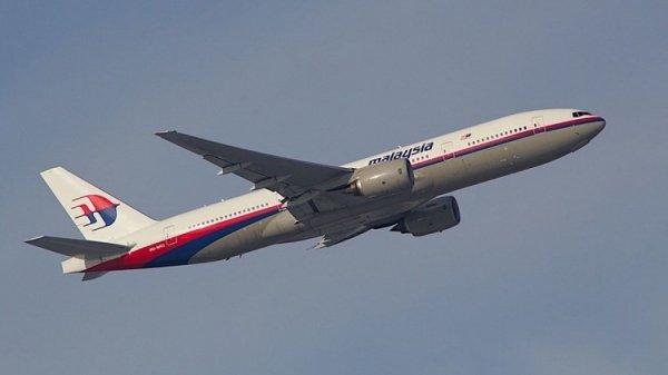 На борту самолета находились 239 человек.