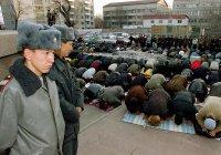 В Киргизии за каждой мечетью закрепили полицейского