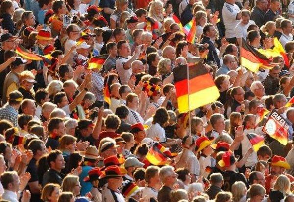 Население Германии достигло рекордных 82,8 млн человек из-за притока беженцев