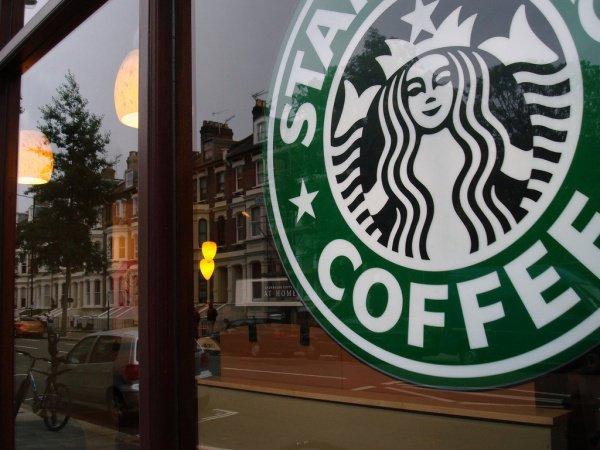 Starbucks примет наработу 10 тыс. беженцев повсей планете