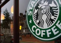 Starbucks примет на работу 10 тысяч беженцев
