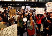 Около 900 беженцев прибудут в США в обход запрета Трампа