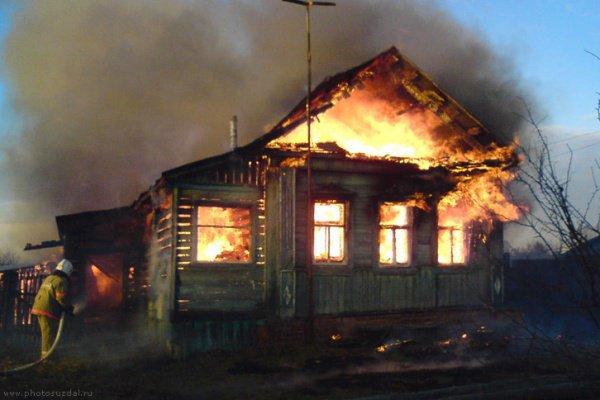Ребенка удалось вынести из горящего дома
