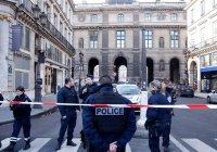 Возле парижского Лувра совершена попытка теракта (Фото, видео)