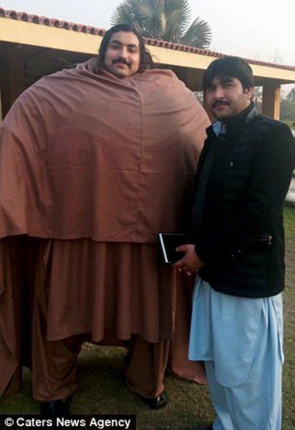 Этот пакистанец весит почти полтонны, а поднимает - 4500 килограмм!