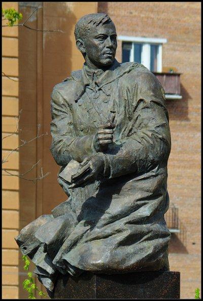 Памятник Мусе Джалилю в Санкт-Петербурге