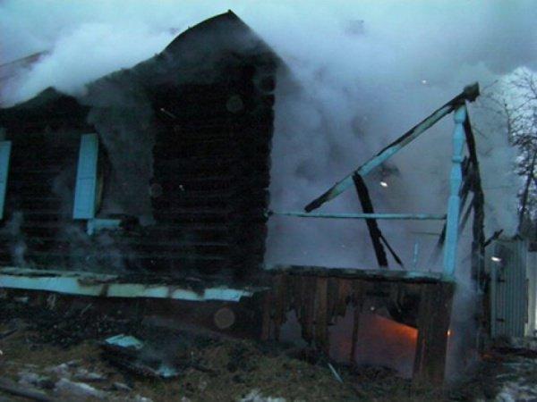 Огонь уничтожил дом семьи с малолетним ребенком