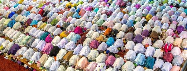 Дела, приближающие к Пророку (ﷺ): частое совершение земных поклонов