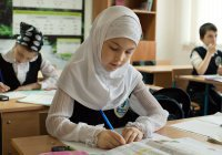В Киргизии обеспокоены «хиджабизацией» школьниц