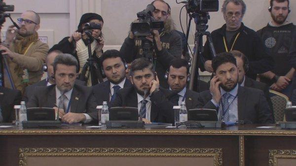 Представители оппозиции на переговорах.