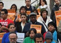 Сотни американцев лишились работы за поддержку мигрантов