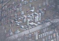 Мусульмане помогли иудеям восстановить разрушенное вандалами кладбище