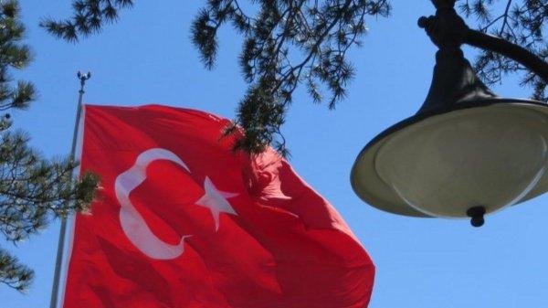 Правящая партия Турции начала кампанию вподдержку внесения поправок вконституцию