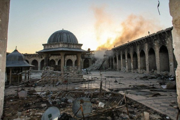 Разрушенная мечеть Алеппо.