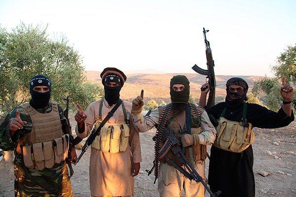 Боевики ИГИЛ в одном из видеороликов.