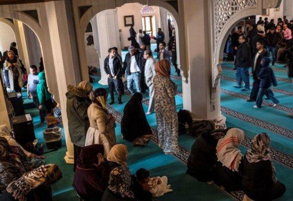 Всемирно известный модный журнал посвятил свой 125-летний юбилей мусульманкам