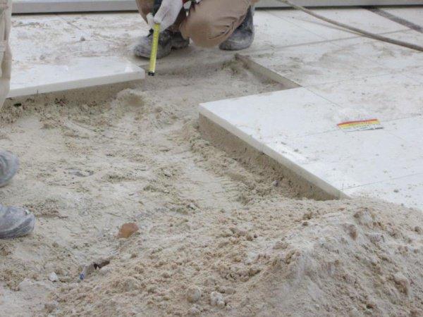 Почему каменный пол в Запретной мечети остается прохладным даже в самые жаркие дни?