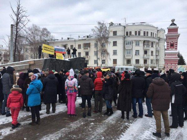 """В Казани прошел очередной митинг пострадавших вкладчиков """"Татфондбанка""""."""