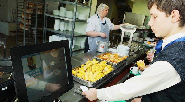 Еда в школьных столовых Казани станет более качественной.