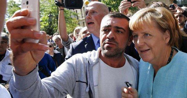 Ангела Меркель с мигрантами.
