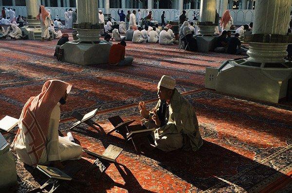 10 признаков, которые Пророк Мухаммад (мир ему) назвал проявлением любви к людям
