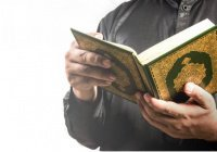 Правда ли, что Коран нельзя опускать ниже уровня груди?