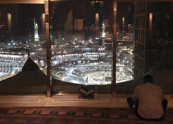 Если раб уединится со своим Господином в темной ночи и станет говорить с Ним, Аллах зажжет свет в его сердце