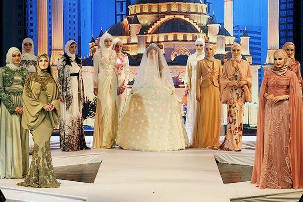 Дочь Кадырова привезла коллекцию мусульманской одежды наНеделю моды в столицу Российской Федерации