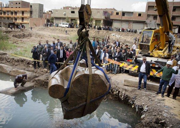 Ученые: найденная в Каире гигантская статуя не принадлежит Рамзесу II