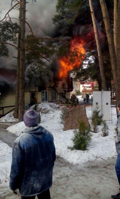 В Казани горит база отдыха «Лебяжье»
