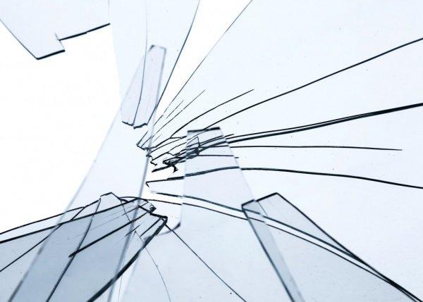 В Казани хулиганы разбили стекла в кафе.